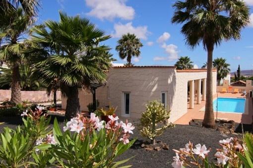 Villa maravillosa con jardín y piscina en...