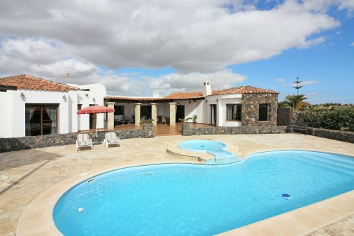 Considerable house with pool in Lajares,...