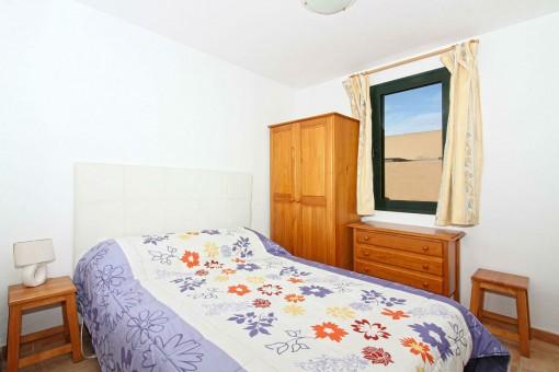 Bedroom with bath en suite