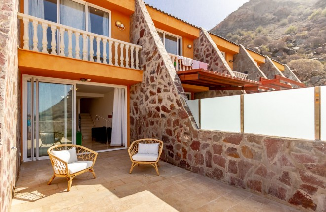 Terraced duplex apartment with sun terrace in Tauro